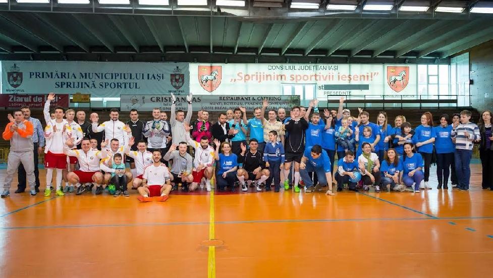 IASI: Lupii Negri si Liberto au facut spectacol pentru copiii cu autism